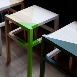 ico Design - Color block chairs / Yoobi Branding