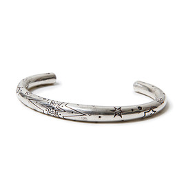 "nonnative, END - DWELLER BANGLE ""HEX STAMPED"" - 925 SILVER by END"