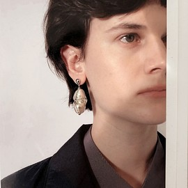 LEMAIRE - twisted pearl earring