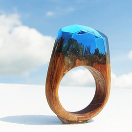 "GeppettoManufactory - Oak ring ""Blue Ocean"".  Womens wood ring.  Wood ring resin.  Wooden fashion jewelry. Blue ring."
