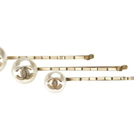 CHANEL - pearl hair pins