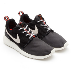 Nike - ROSHE RUN CANVAS - BLACK/SAIL