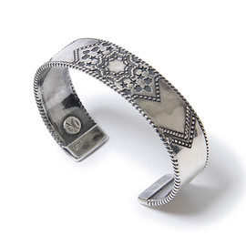 "nonnative, END - DWELLER BANGLE ""FOUNTAIN"" - 925 SILVER by END"