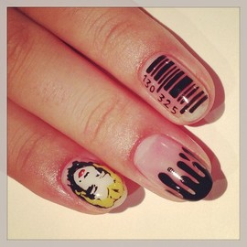 Marilyn Monroe × barcode art nails