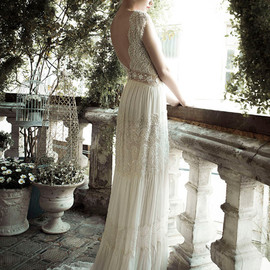 lihi hod - wedding dress side view