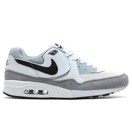 NIKE - AIR MAX LIGHT ESSENTIAL WHITE/BLACK/LIGHT MAGNET GREY