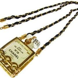 CHANEL - Vintage Perfume Gold Chain Pendant Necklace