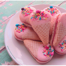 Ice cream shaped macarons