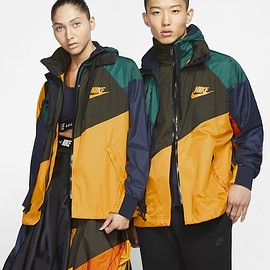 NIKE, sacai - Hooded Anorak - University Gold/Campfire Orange