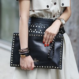 VALENTINO - Valentino Leather Rockstud Zip Clutch