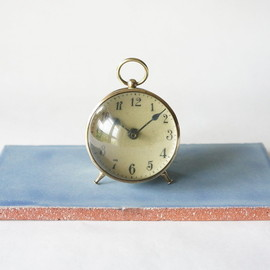 small table clock / convex glass & brass/ england
