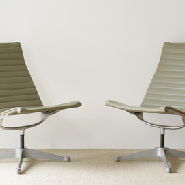 Herman Miller - Aluminum Group Lounge Chair by Charles & Ray Eames