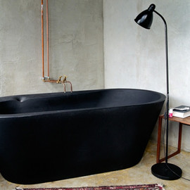 A black bathtub via Dusty Reykjavik.