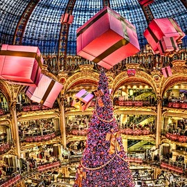 Paris - Christmas Tree in Galeries Lafayette