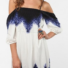 URBAN OUTFITTERS - Ecote Breezy Off The Shoulder Dress