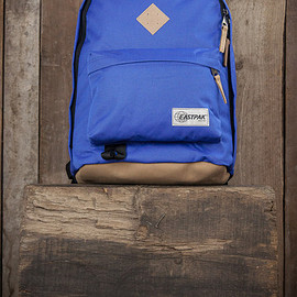 EASTPAK - Out Of Office - Into The Out Electric Blue