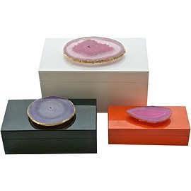 Round Lacquered Box with Agate