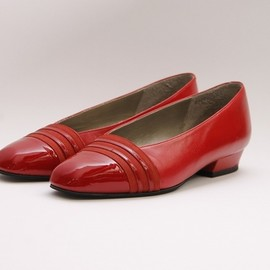 YVES SAINT-LAURENT - 榎本 めぐみさんのYVES SAINT LAURENT Vintage Pumps RED