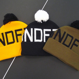 UNDEFEATED - Two Tone Pom Pom Beanie