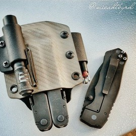 A custom Leatherman Supertool 300 Sheath