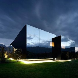 unknown - Watch the Mountains Reflect Off Peter Pichler's Northern Italian Houses