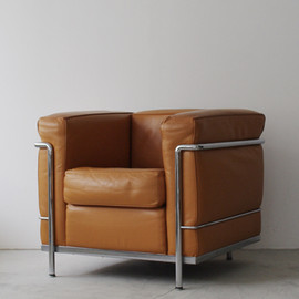 Cassina - LC2 by Le Corbusier' Pierre Jeanneret' Charlotte Perriand