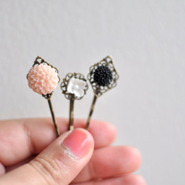 Luulla - Sweet Bouquet. Floral Bobby Pin Hairpins