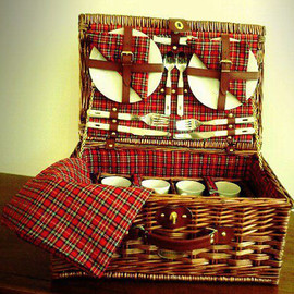 Bed&Breakfast General Store - Scottish Pasture Picnic Basket