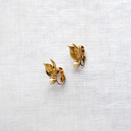 vintage gold leaf earrings with pearls