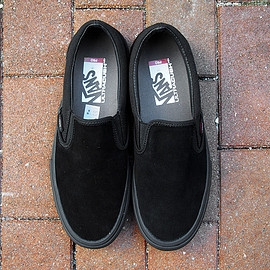 VANS - SLIP-ON PRO (BLACKOUT)
