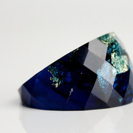RosellaResin - statement ring midnight blue size 5.5 round faceted eco resin ring featuring gold leaf flakes