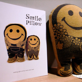 JOINT CREATION - Smile Pillow