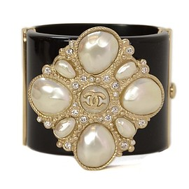 CHANEL - CHANEL Pearl Resin Cuff