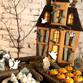 Halloween dessert table; Halloween tablescape