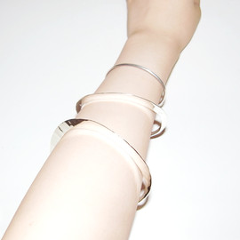 in her - Moon bangle  S/L