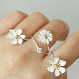 Style Some1 - Daisy Flower Ring