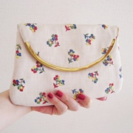 "1940-50's ""FLOWER EMBROIDERED"" Cloth Clutch Bag"