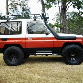 TOYOTA - BJ70 Land Cruiser