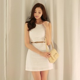 LUXE ASIAN - Luxe Asian Women Design Korean Model Fashion Style Swan belt White Dress