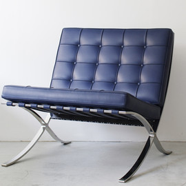 Knoll - Barcelona Chair by Ludwig Mies Van Der Rohe