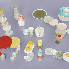 SCHOLTEN & BAIJINGS - Flying saucers Some of the pieces from Scholten & Baijings's Colour Porcelain collection for the Japanese brand 1616/Arita.