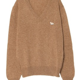 MAISON KITSUNE - V-NECK CLASSIC SWEATER LAMBSWOOL SOLID