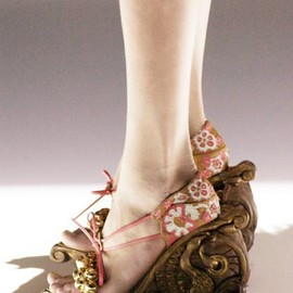Enameled flower suede platform sandals