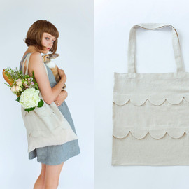 frolic! + hetterson - scalloped bag