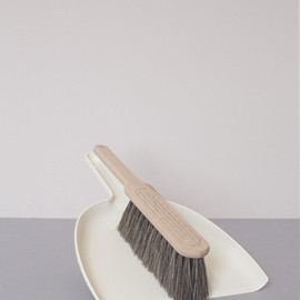 Iris Hantverk - Dustpan & Brush Set