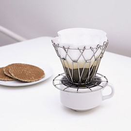 kikkerland - collapsible-coffee-dripper_07