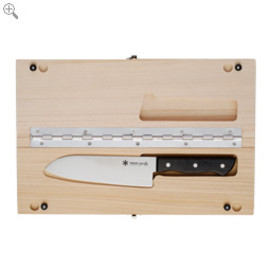 snow peak - cutting bord with kitchen knife