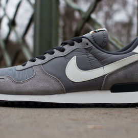 nike - air vortex retro medium gray