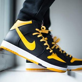 Nike - NIKE DUNK COMFORT UNIVERSITY GOLD/BLACK-WHITE