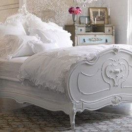 Sunday Style White Decor - Beautiful white bed
